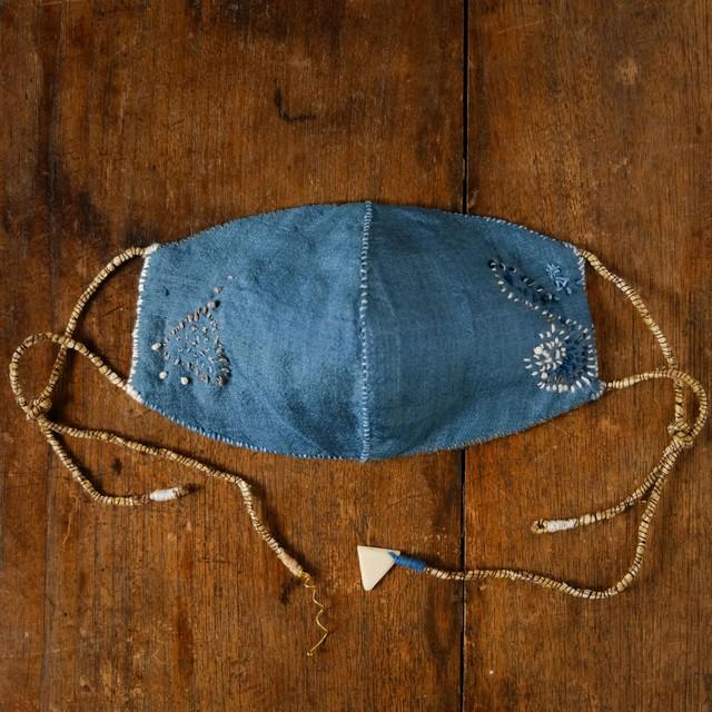 「our universe 1」藍染草木染絹と炭染有機木綿の手縫いマスク