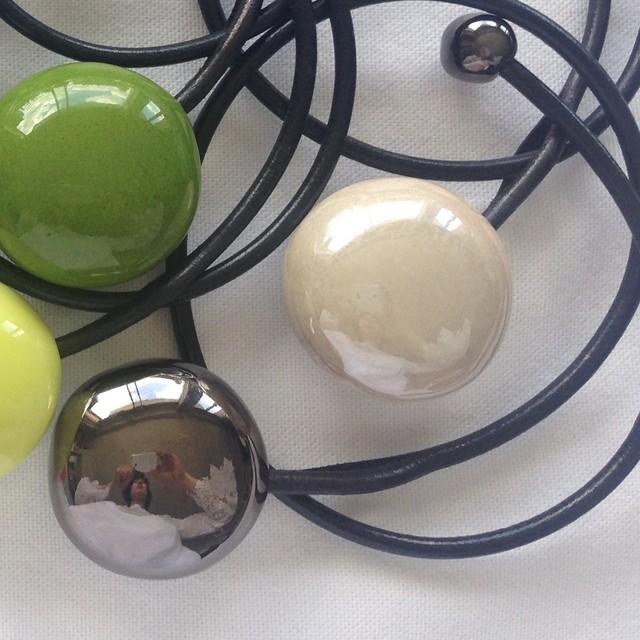 陶磁器製ネックレス 小道