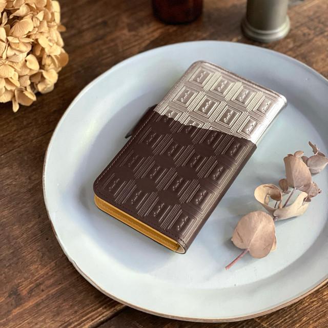 Mサイズ:革のビターチョコ手帳型スマホケース(銀の包み紙)