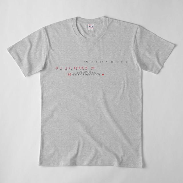 ライカ風 カメラレンズ目盛 50mm Tシャツ(グレー)