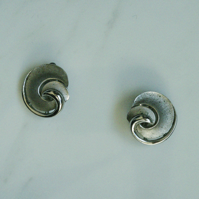 80's silver spiral earring