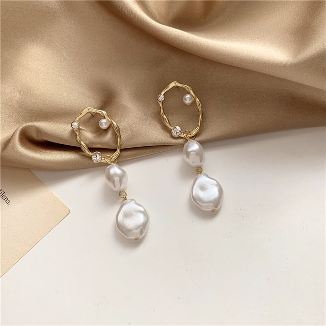 gold ring baroque pearl pierce