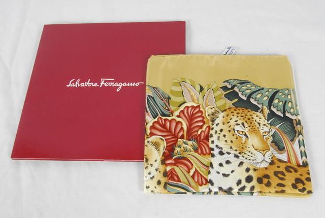 2474 Salvatore Ferragamo サルヴァトーレ フェラガモ スカーフ  100%シルク 56×88cm 箱付 愛知県岡崎市 直接引取可