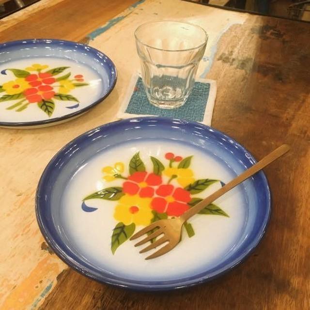 タイ 花柄ホーロープレート ブルー