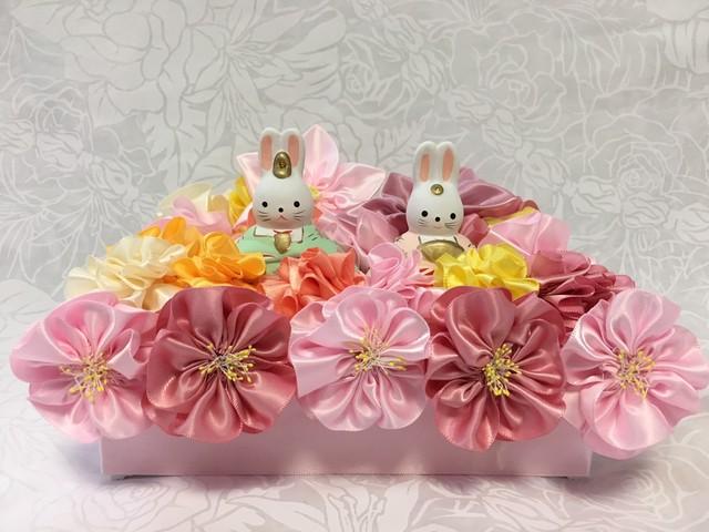 ハワイアンリボンレイ(レシピなし)【お花畑のうさぎのお雛様の台座 キット(お雛様付き)】