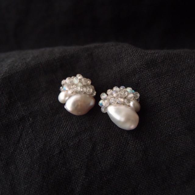 【天然石の刺繍ピアス】labradorite × beans pearl
