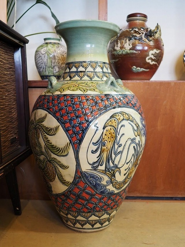 線彫り唐草模様の壷 金城陶器秀陶房 やちむん