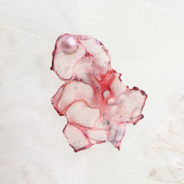 夏の木漏れ日 染めオーガンジーのアートピアス