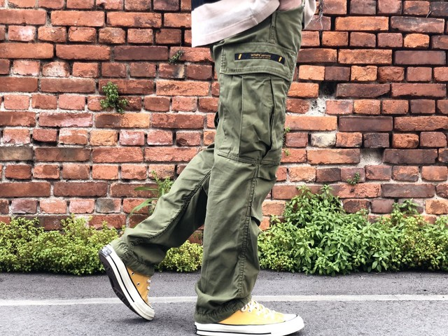 WTAPS CARGO TROUSERS TROUSERS. COTTON. SATIN OLIVE 1 190IE4895