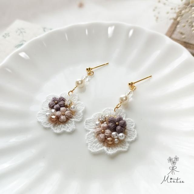 ゆらゆらレースのお花ビジュー「ラテ」*刺繍糸のお花ピアス/イヤリング