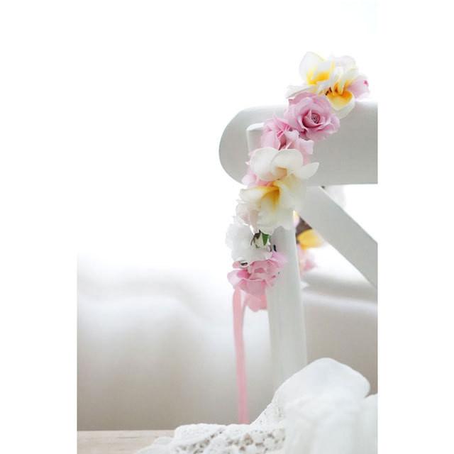 キュートなピンクバラとプルメリアの 花冠