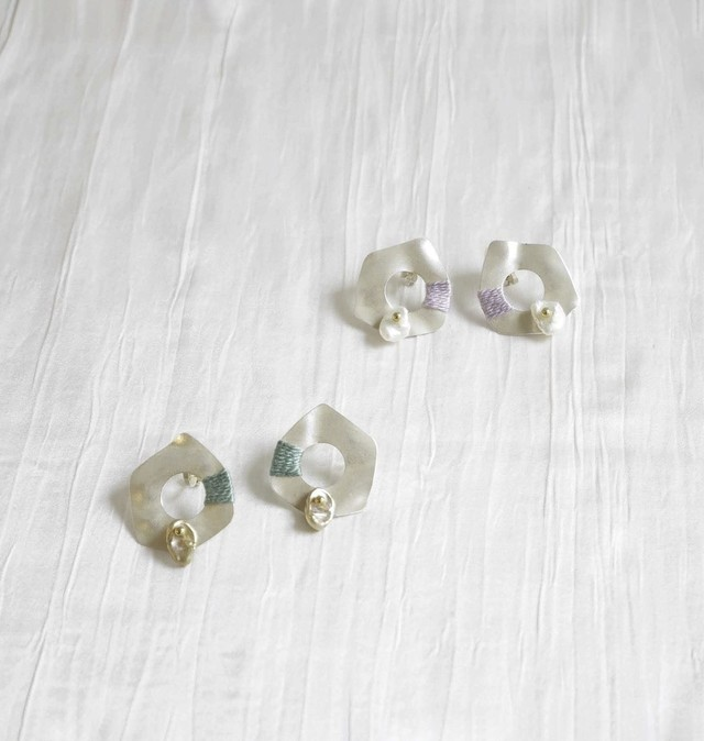 METAL/SHELL SMALL EARRING