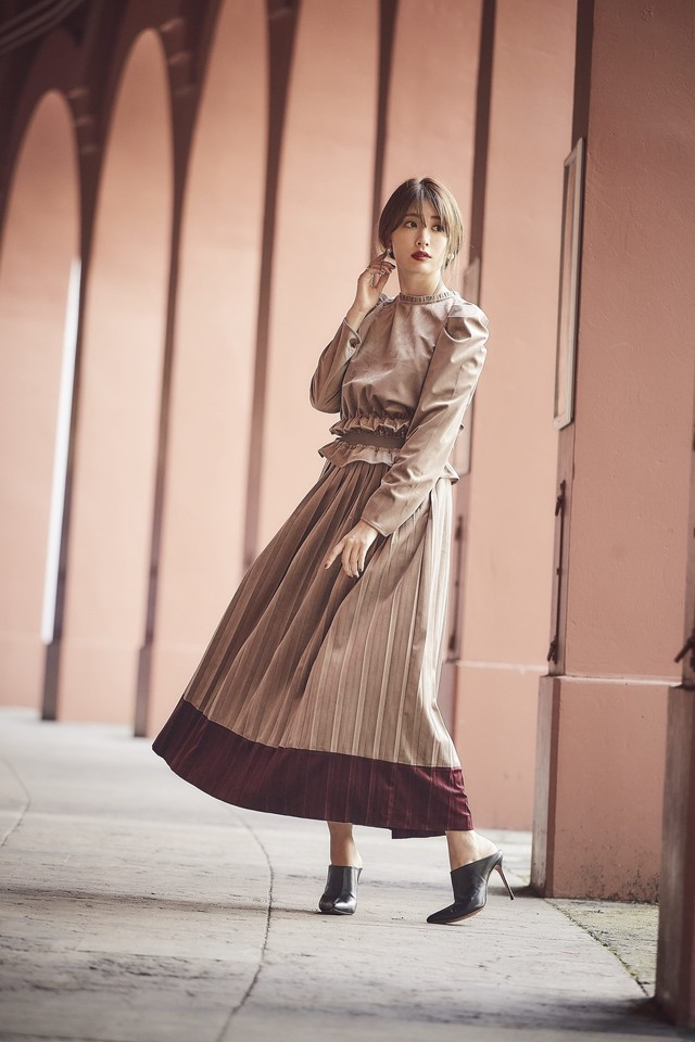 Bi Color Velour Pleats Skirt