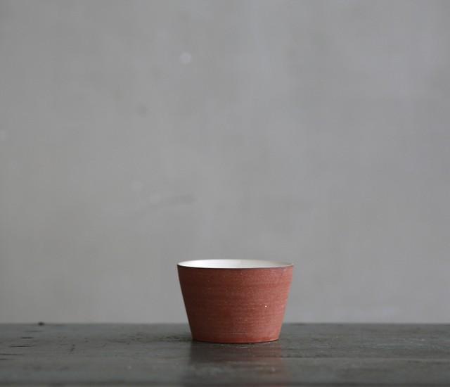 大森健司 20 赤土白釉カップ