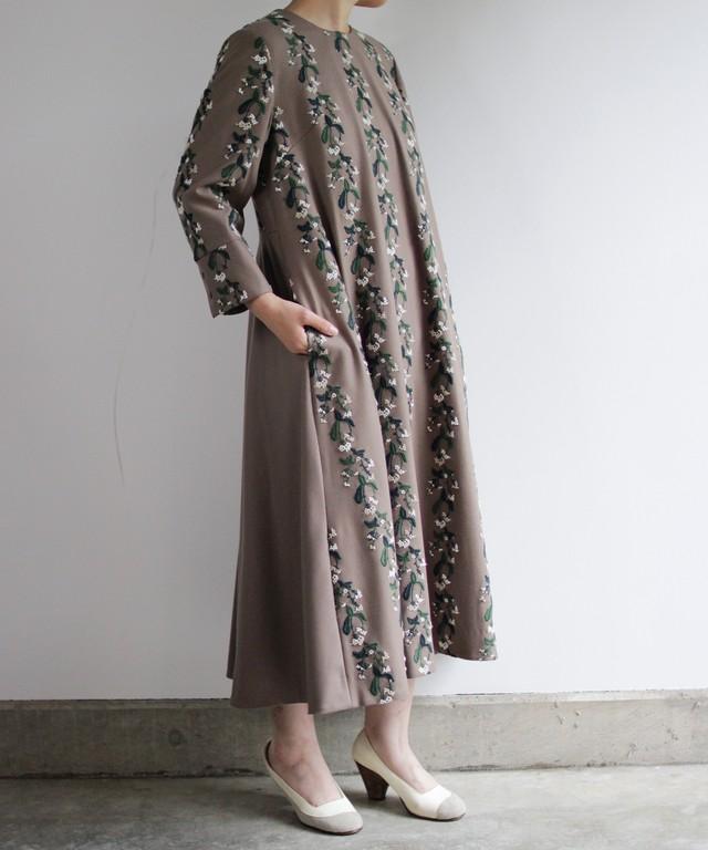 撫菜刺繍のワンピースドレス  ベージュ (evh606)