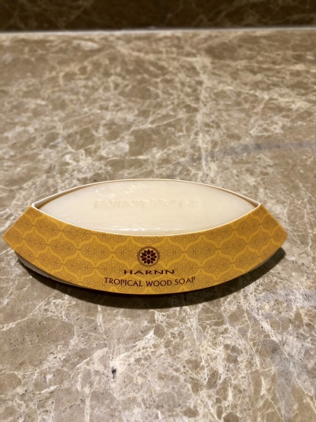 HARNN アロマの香りで癒される! 高級スパブランド タイ  トロピカル・ウッドソープ
