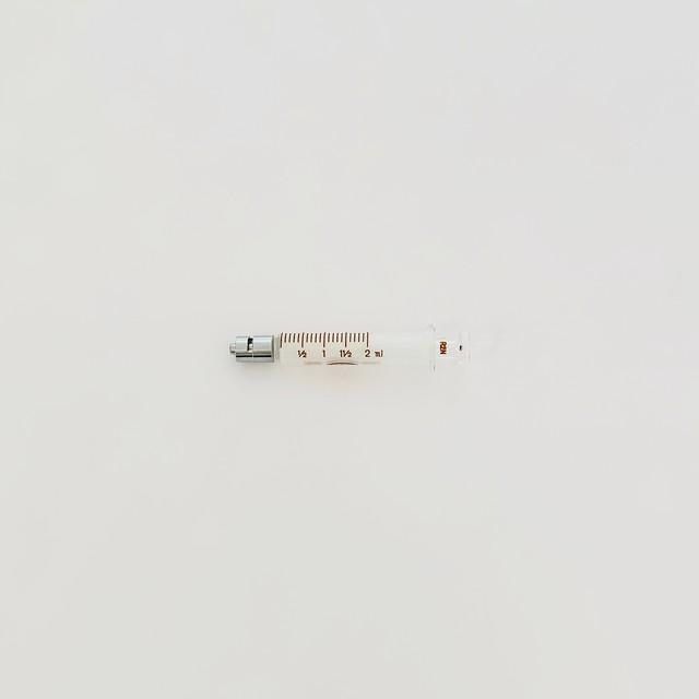 【工業・実験/研究用】 白硬注射器 ロック先 2ml 1本入(医療機器・医薬品ではありません)