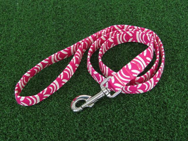 ドッグリード/ピンク×ホワイト/ハワイ風柄【シンプルな柄なのに、はっきりピンク×ホワイトの組み合わせカラーによって楽しい模様に☆】【ハワイ】
