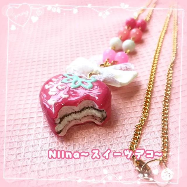 【Niina〜スイーツデコ〜】いちごチョコパイのネックレス i0502002-1
