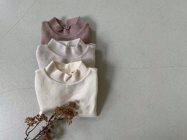 Simple middle neck tee