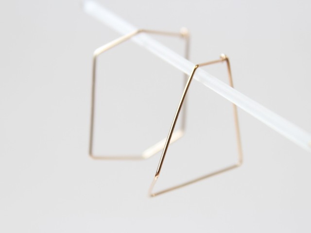 K10YG/pentagon & hexagon pierced earrings