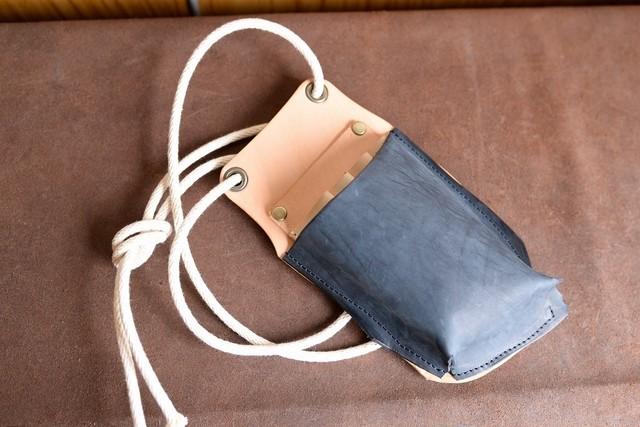 ネイビーの革を使ったトリマーさんのシザーケース tc001