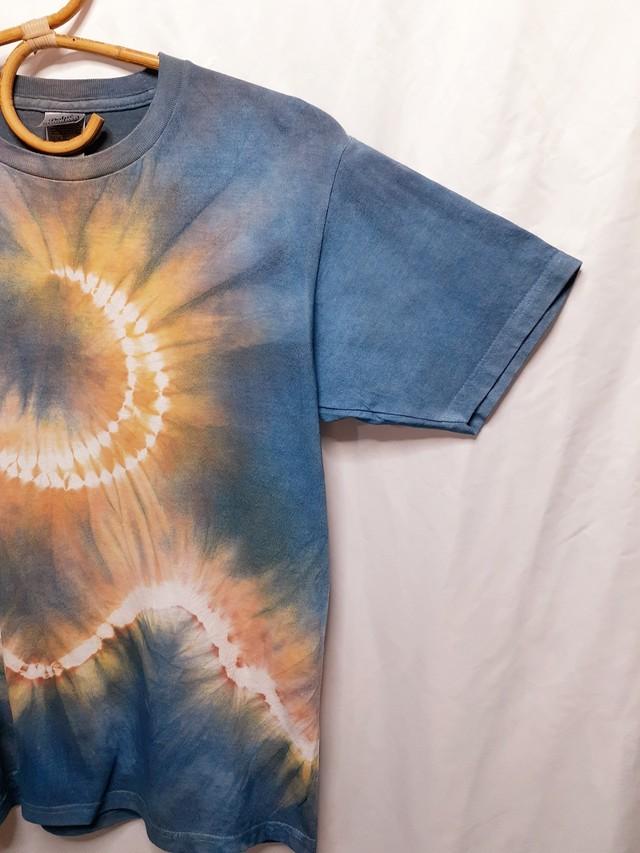 輝く月と山の手染めTシャツ(藍染&ベンガラ染)