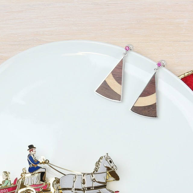 kinoiro 木と銀のゆれるピアス ニューヨークチーズケーキカラー