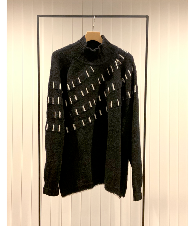 Curve Knitting Jacquard Sweater / Black
