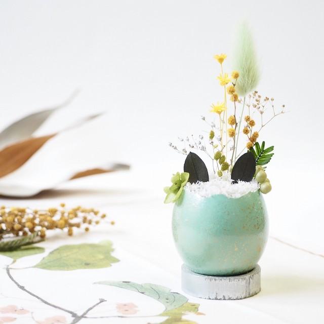 花の猫型盆栽「タマゴノコネコ」(柔らかな翡翠・ささやかなミモザの芽吹き)