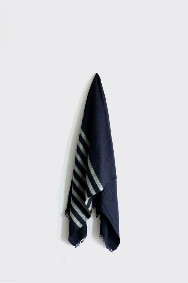 0133-1 blanket stole / navy,pale yellow