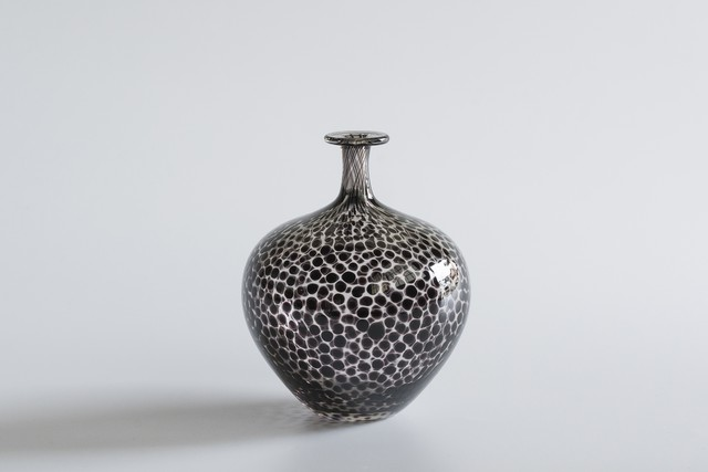 decorative vase no.12 / qualia-glassworks