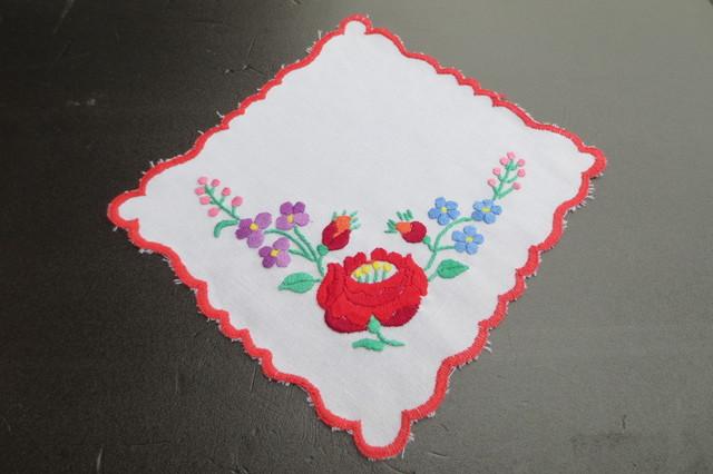 ハンガリー★手刺繍★カロチャの方形ドイリー