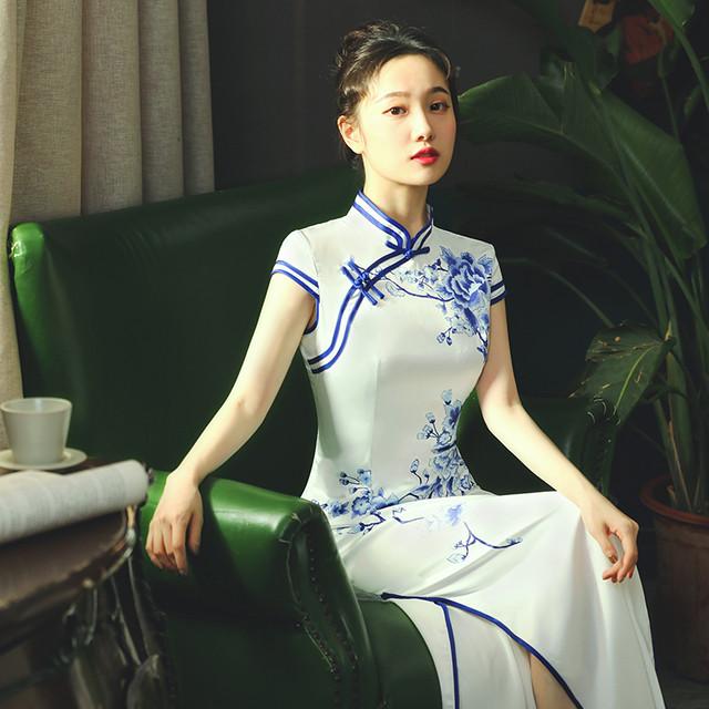 チャイナドレス ドレス チャイナ風服 エレガント 綺麗め パーティー 二次会 女子会 スタンドネック 半袖 ロング丈 着痩せ 大きいサイズ  染付けシリーズ 白い ホワイト S M L LL 3L 4L
