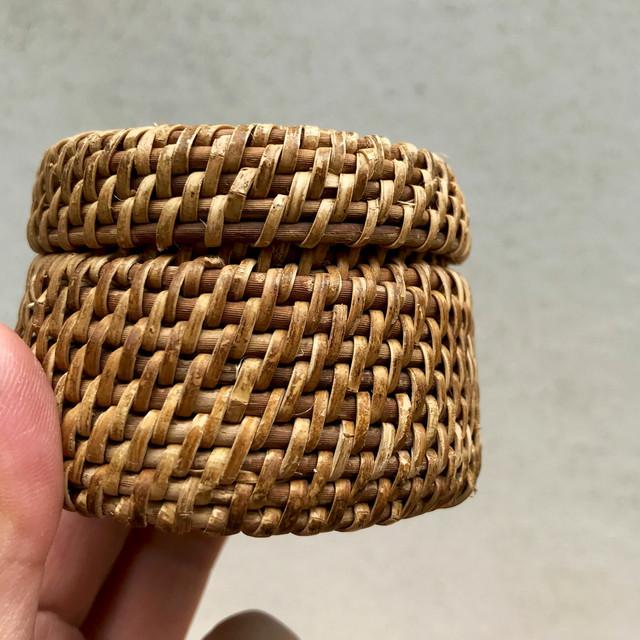 ラタンで編んだ小物入れ 〜小さめ2〜
