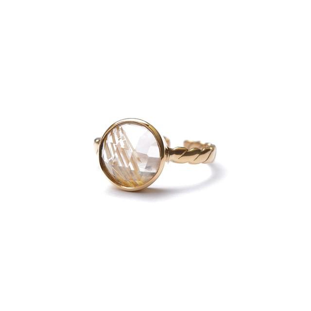 CIRCLE STONE FLAT TWIST RING -Golden rutile quartz-