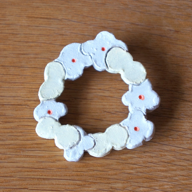 flower and butterfly wreath brooch (b)
