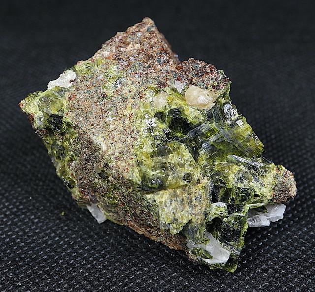 シェーライト + エピドート 緑簾石 EPD006 63,6g 原石 鉱物 天然石 パワーストーン