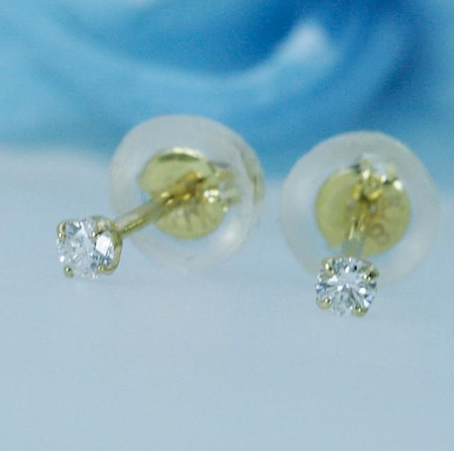 K18小さな極上のダイヤモンドピアス