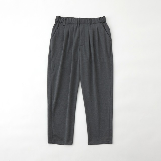 TWILLED JERSEY 3 TUCKED TAPERED PANTS - GRAY