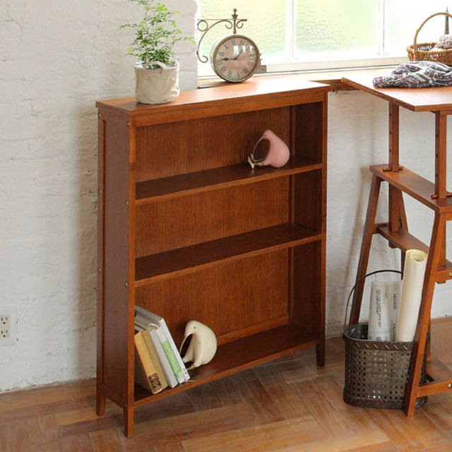 シンプルだけど存在感のある木製の本棚。