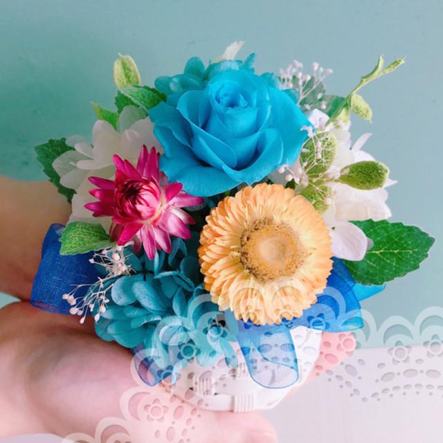 ブルーのお花を散りばめたプリザーブドフラワーのminiバスケット