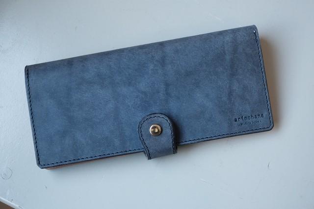 【ちょっと訳アリ】群青色の牛革の長財布