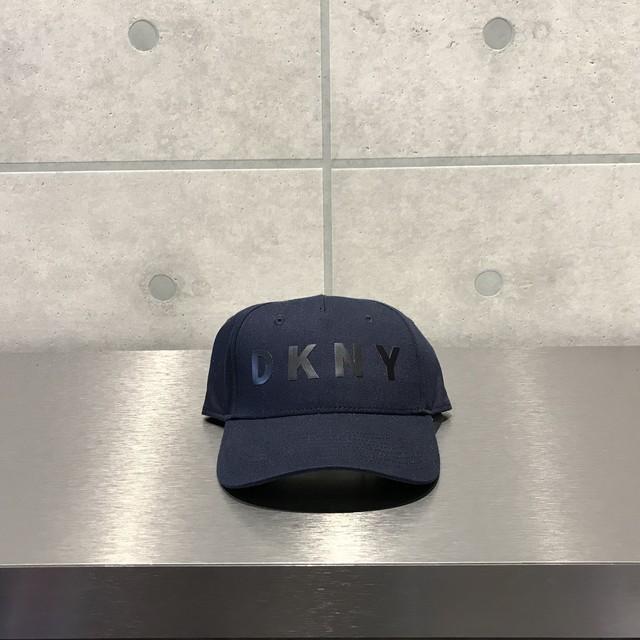 DKNY LOGO 6 PANEL CAP / NAVY