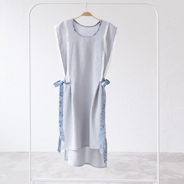 side ribbon apron one piece〈Pale blue・ワンピース〉