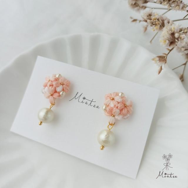 三つ花のブーケ「桃色」*刺繍糸のお花ピアス/イヤリング
