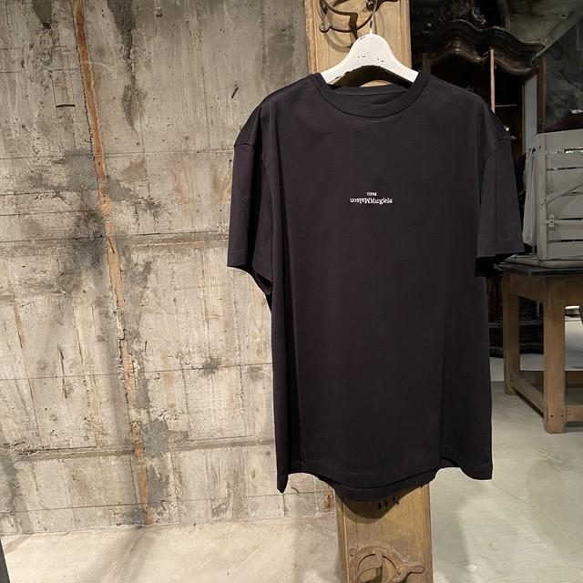 Maison Margiela【メゾン マルジェラ 】エンブロイダード ロゴ Tシャツ(BLACK/WHITE).