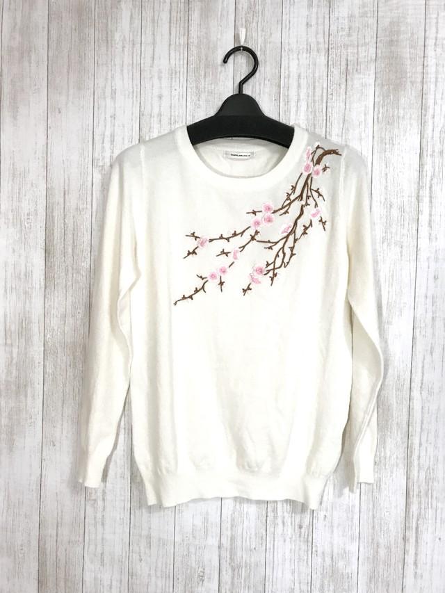 花柄刺繍の長袖トップス オフホワイト