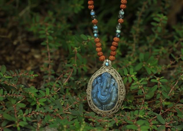ラブラドライト ガネーシャ × 108粒 菩提樹の実 ネックレス
