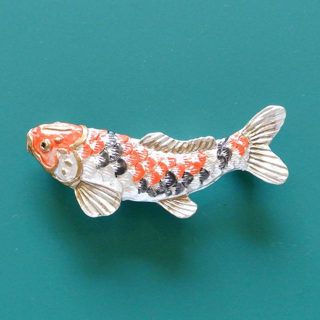 《魚/コイ》 鯉のぼり ブローチ  Palnart Poc パルナートポック 錦鯉 PB100